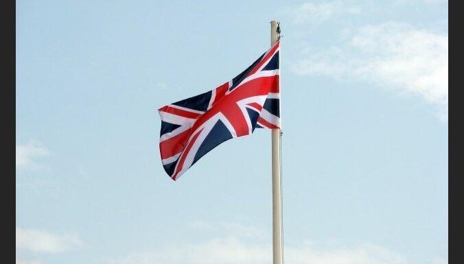 Aptaujas: Lielbritānijas konservatīvie palielinājuši pārsvaru pār leiboristiem