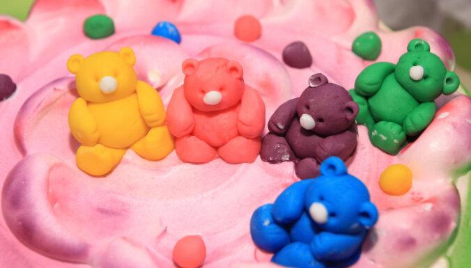 Cukura mastika tortes dekorēšanai