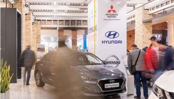 Foto: 'Skandi Motors' atklājis 'pop-up' autosalonu tirdzniecības centrā 'Akropole'