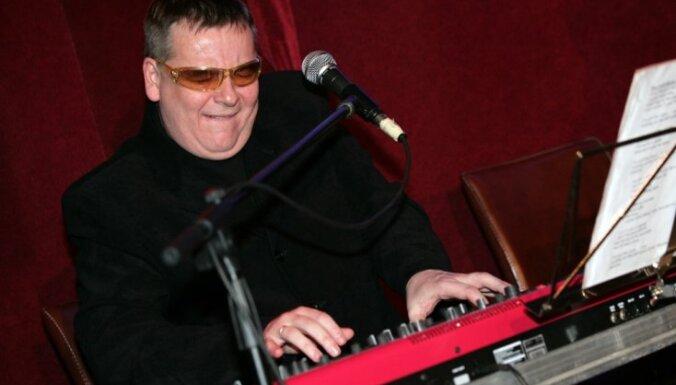 Mūziķis Arnis Mednis nonācis reanimācijā