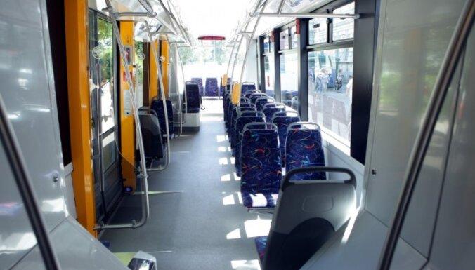 Сегодня общественный транспорт и парковка в Риге будут бесплатными