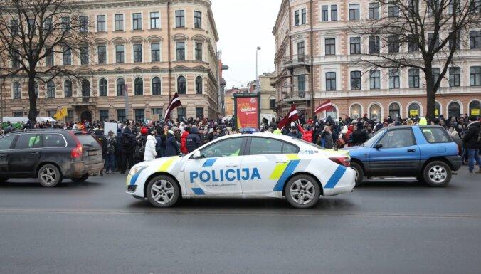 Акции протеста в Риге: Гиргенс, Винькеле и Стакис поблагодарили полицию за профессионализм