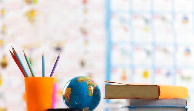 Nevēlies, lai bērnam ir kredīts studijām? Uzzini kad un kā veidot uzkrājumus mācībām!