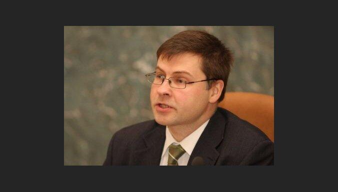 Dombrovskis: policija neizmeklē zviedru banku rīcību