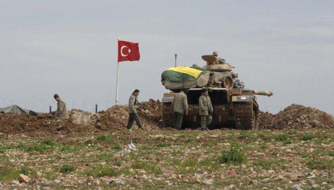 Mediji: Turcija apšaudījusi 'Daesh' pozīcijas Sīrijā