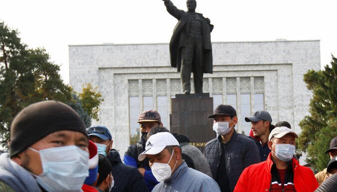 Biškekā ieved karavīrus un ievieš komandantstundu