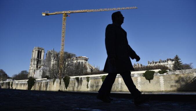 Francijā streiku dēļ valda drūma priekšsvētku gaisotne