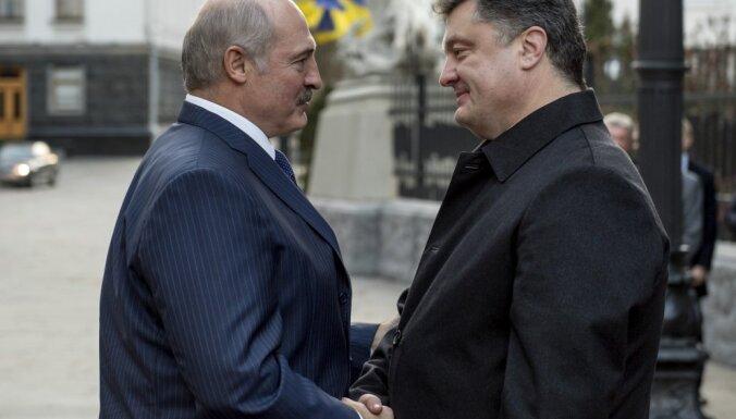 Лукашенко уверен, что Порошенко выиграет выборы президента Украины