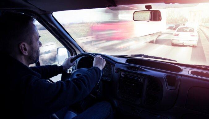 Водителям грузовиков по прибытии в Латвию не надо будет показывать справку об анализе на Covid-19