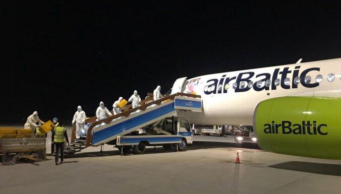 В воскресенье airBaltic доставит почти миллион масок и респираторов из Китая