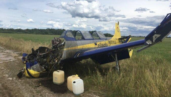 ФОТО: В Литве во время показательного полета разбился самолет Як-52