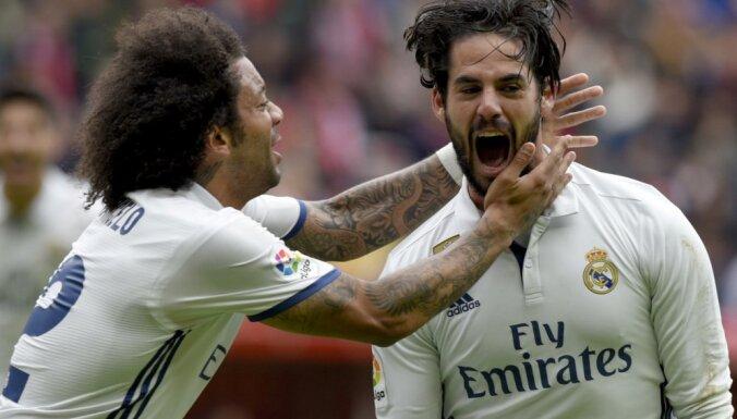 "Real Madrid Francisco ""Isco"" Alarcon celebrates with Marcelo"