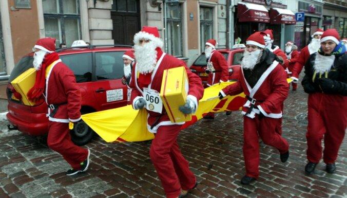 Фоторепортаж: рождественский забег собрал свыше 1000 Дедов Морозов