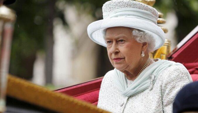 Lielbritānijas karaliene Elizabete II ievietota slimnīcā