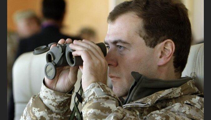Медведев вылетел на похороны Качиньского