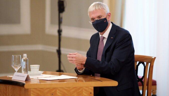 Kariņš pikts par 'tukšo runāšanu' Covid-19 stratēģiskās vadības grupas sanāksmē