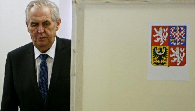 Президентом Чехии снова избран Милош Земан
