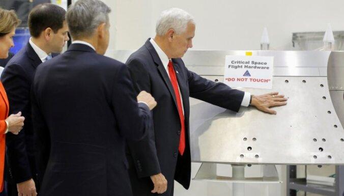 Penss aptausta NASA iekārtu, ignorējot brīdinājumu to neaiztikt