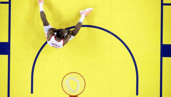 'Warriors' gūst uzvaru arī otrajā konferences pusfināla sērijas mačā pret 'Rockets'