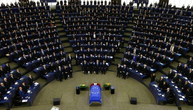 Foto: Pasaules varenie Eiropas Parlamentā atvadās no Helmūta Kola