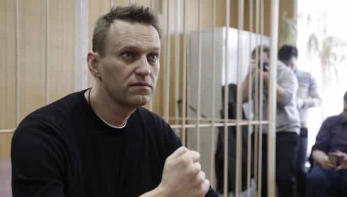 """Навальный объяснил, почему его забрали в полицию """"в шортах и тапочках"""""""