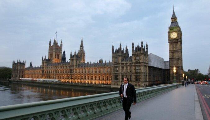 В Лондоне очевидцы сообщили о задымлении в Вестминстерском дворце