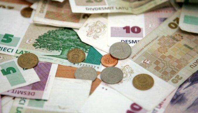 Latu monētas un banknotes līdz šim vēl nav apmainītas 121,6 miljonu eiro vērtībā