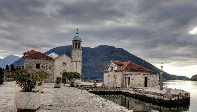 Ceļojuma stāsts: Melnkalnes burvība – smaržīga mandarīnu raža un sniegpulksteņi decembrī