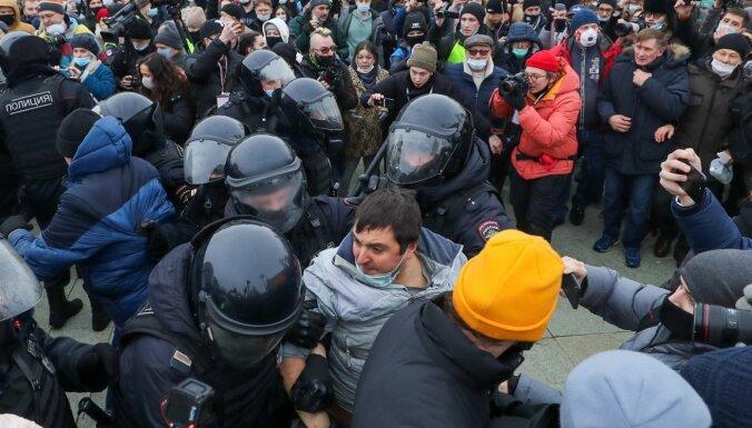 В России на акциях в поддержку Навального задержано более 3400 человек
