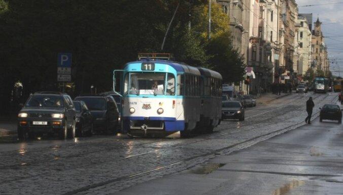 Эксперты: большинство улиц в центре Риги — не для пешеходов и велосипедистов