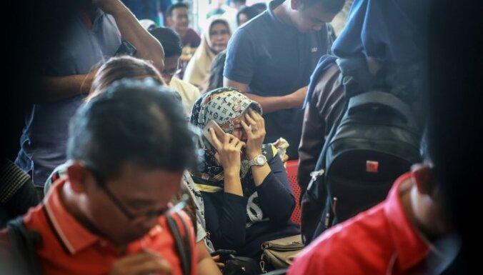 Indonēzijā iegāzusies jūrā pasažieru lidmašīna ar 188 cilvēkiem