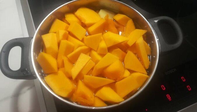 Foto recepte: ķirbju krēmzupa ar dārzeņiem un kausēto sieru