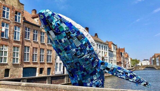 Māksla no plastmasas: konstrukcija, kas uzbūvēta no okeānā atrastiem atkritumiem