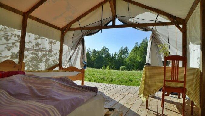 Дом на дереве, шатер, бочка и лодочный гараж. Пять необычных мест ночлега в Латвии
