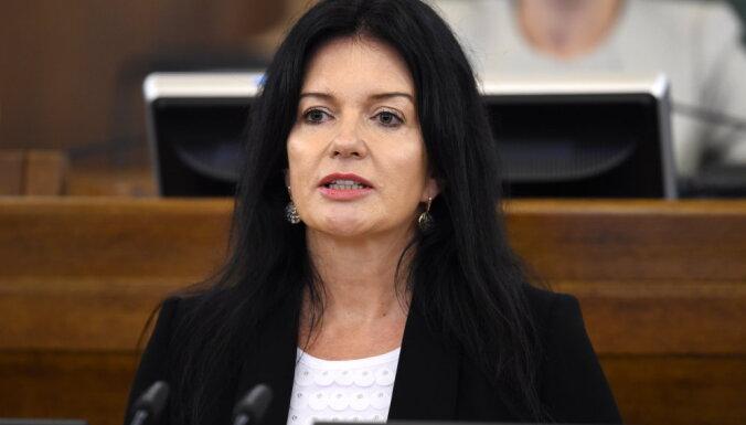 Pēc ST sprieduma Kariņš gaida Petravičas priekšlikumus; ministrei ir piedāvājums