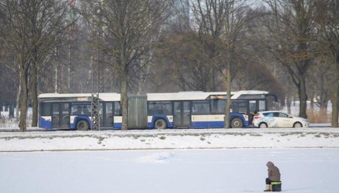 """Сегодня в Риге действуют """"снежные билеты"""": как ездить по городу бесплатно"""