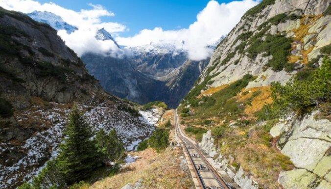 Viens no stāvākajiem nobraucieniem ar funikulieri Eiropā: krāšņs piedzīvojums Šveicē