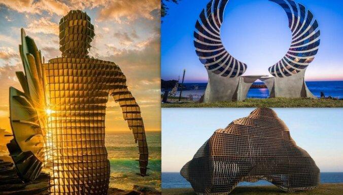 Pludmale Austrālijā, kas ik gadu pārvēršas iespaidīgā brīvdabas mākslas izstādē