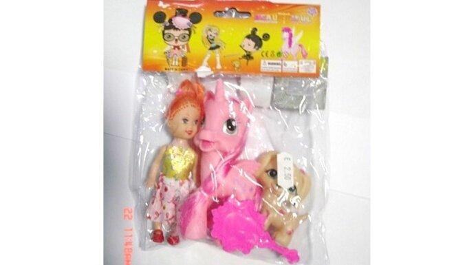 No pārdošanas atsauc bērniem bīstamu rotaļlietu komplektu - lelli, poniju, sunīti un spoguli