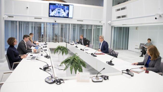 Из-за нехватки подсчетов влияния на бюджет комиссия Сейма отложила рассмотрение поправок к Конституции