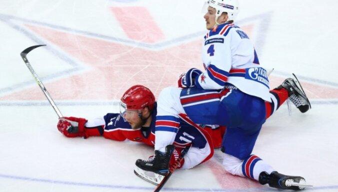 Znaroka un Vītoliņa trenētā SKA noliek KHL čempionu pilnvaras