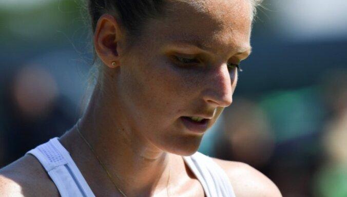 Video: Kristīna Plīškova gūst muļķīgu savainojumu WTA turnīrā Ķīnā