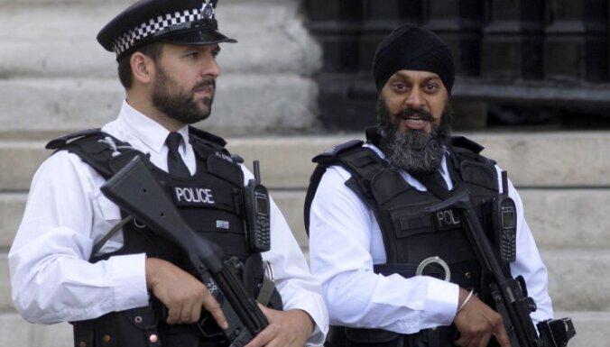 Британия пересмотрит правила применения оружия полицией