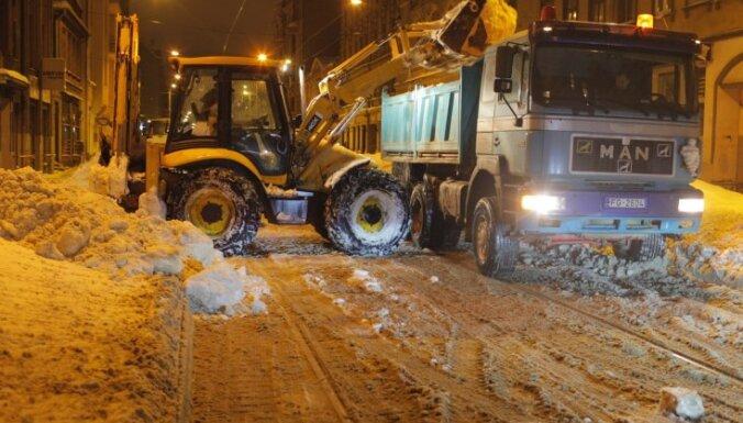 Предстоящей зимой рижские улицы будут содержать в порядке 59 единиц техники