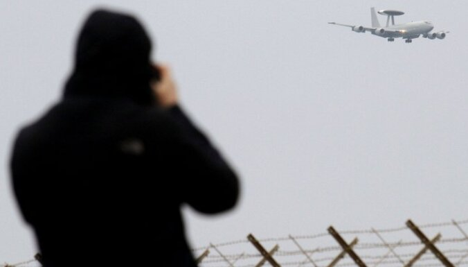 Starptautiskie spēki turpina uzbrukumus mērķiem Lībijā