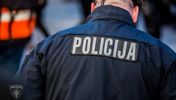 Пурвциемс: бойцы спецбатальона полиции задержали наркодилера и клиента