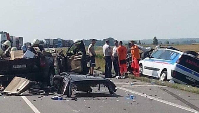 Серьезная авария на Via Baltica в Литве: погиб латвиец (ФОТО)