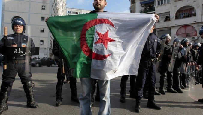 Alžīrija atceļ ārkārtas stāvokli