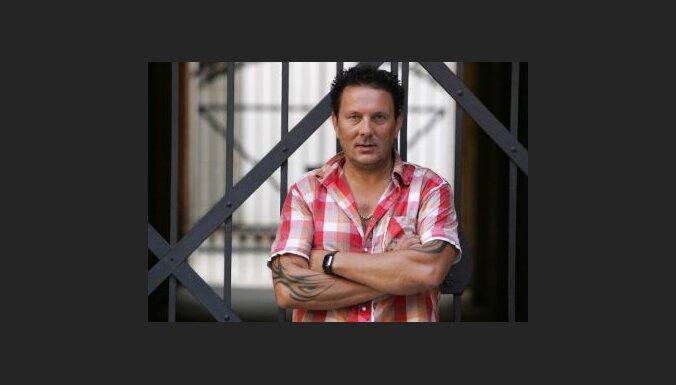 Dziedātājs Guntis Veits ir diplomēts režisors