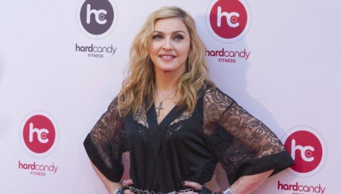 Мадонна извинилась за расистскую запись в микроблоге